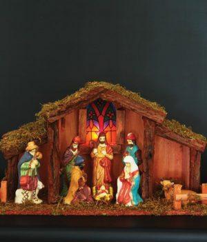 houten kerststal met verlichting